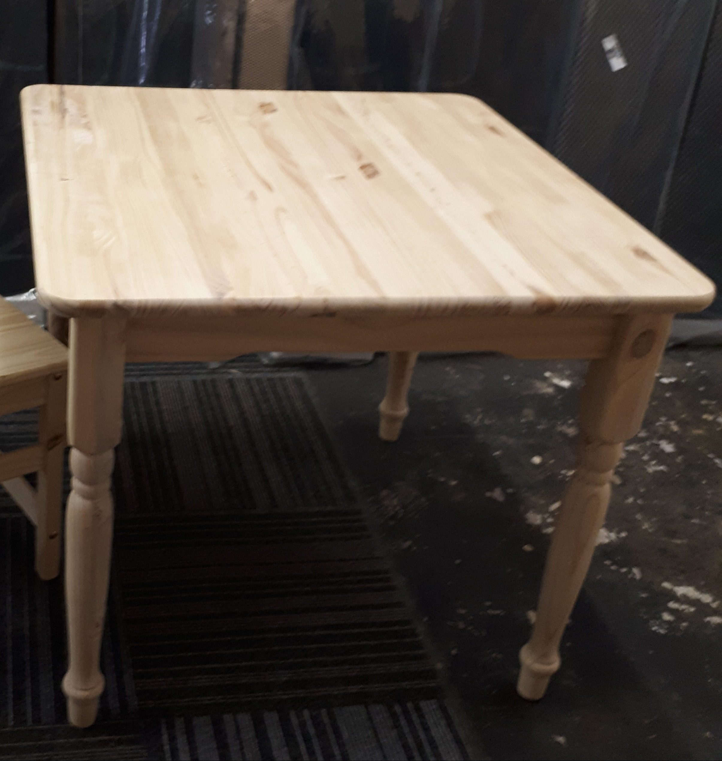 Cottage Table 900×900
